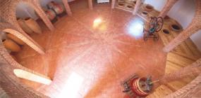 Der zwölfeckige Weinkeller der Bodegas Parra