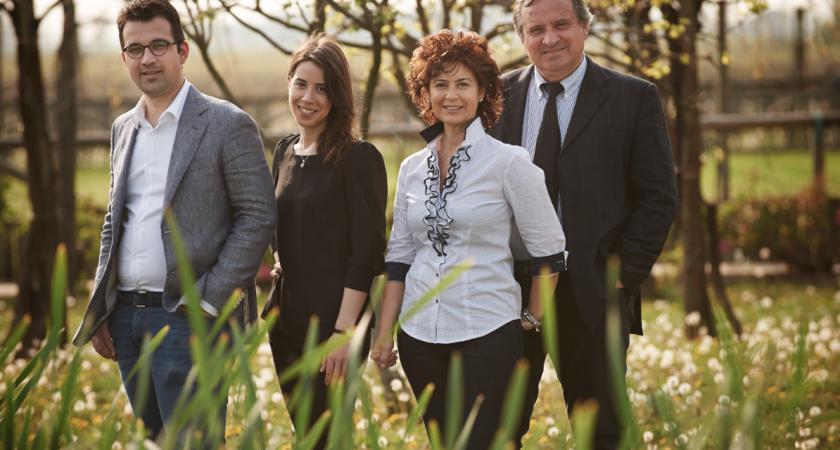 Ein Foto der Familie Corvezzo im Weinberg